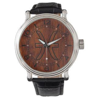 El zodiaco de Piscis firma adentro el dial de Relojes De Mano