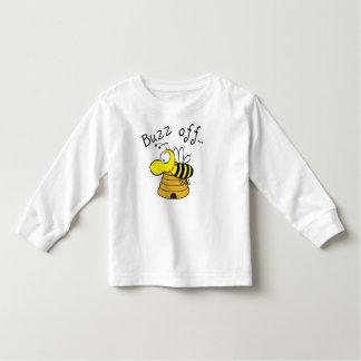 El zumbido apagado manosea la abeja y la camisa de