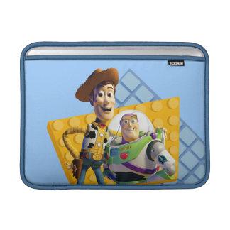 El zumbido y Woody de Toy Story Funda MacBook