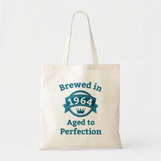 Elaborado cerveza envejecido en 1964 a la bolsas lienzo