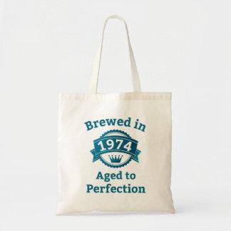 Elaborado cerveza envejecido en 1974 a la bolsa de mano
