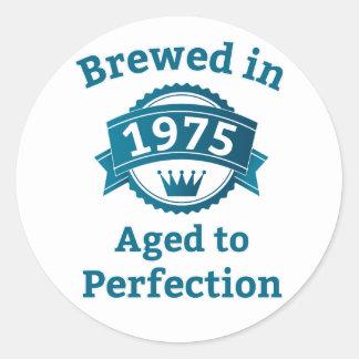 Elaborado cerveza envejecido en 1975 a la pegatina redonda