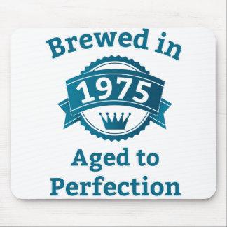 Elaborado cerveza envejecido en 1975 a la alfombrilla de ratón