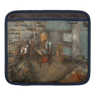 Electrician - Electrical Engineering course 1915 iPad Sleeve