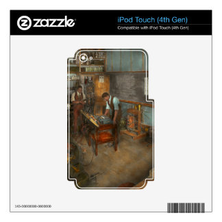 Electrician - Electrical Engineering course 1915 iPod Touch 4G Skin