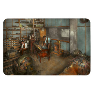 Electrician - Electrical Engineering course 1915 Magnet