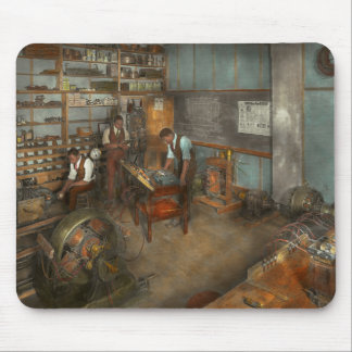 Electrician - Electrical Engineering course 1915 Mouse Pad