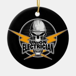 Electricista de la unión: Cráneo y rayos Adorno Navideño Redondo De Cerámica
