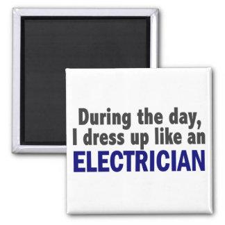 Electricista durante el día imán cuadrado