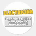 Electricista. Le impresionan Pegatina Redonda