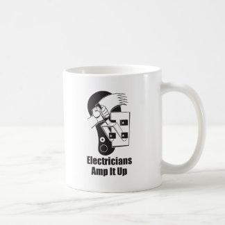 Electricistas amperio él para arriba taza de café