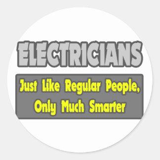 Electricistas… más elegantes pegatina redonda