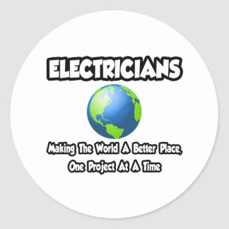 Electricistas… que hacen el mundo un mejor lugar pegatina redonda