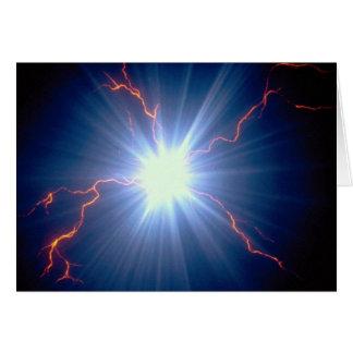 Electro-carga que brilla intensamente grande sobre tarjeta de felicitación