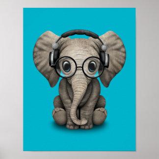 Elefante adaptable DJ del bebé con los auriculares Póster