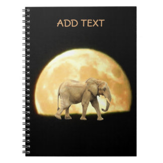 Elefante africano de Bull contra la Luna Llena Libreta