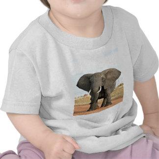 Elefante africano de Bush que marcha a la meta del Camiseta