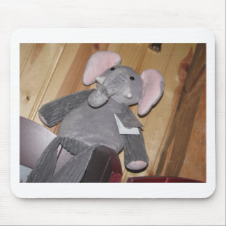Elefante al azar en piso alfombrilla de ratones