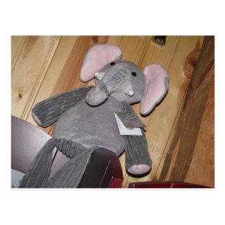 Elefante al azar en piso postales