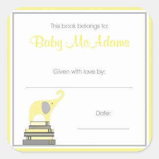 Elefante amarillo y gris en la placa de libro de pegatina cuadrada