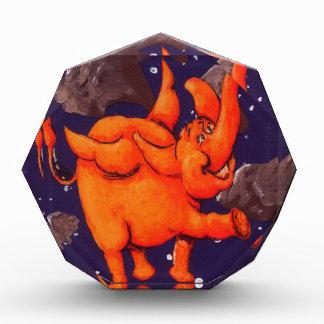 Elefante anaranjado del espacio