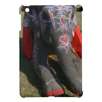 Elefante asiático con los dedos del pie pintados