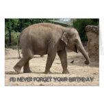 Elefante asiático que camina en tarjeta de cumplea