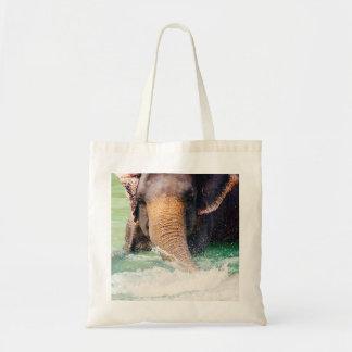Elefante asiático que salpica en el agua, animal bolsa tela barata