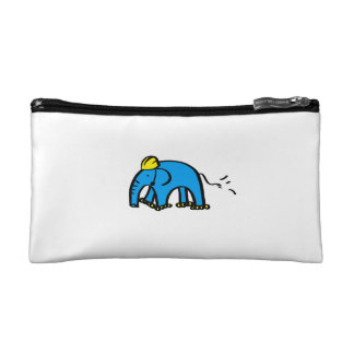 Elefante azul de Rollerblading con el casco