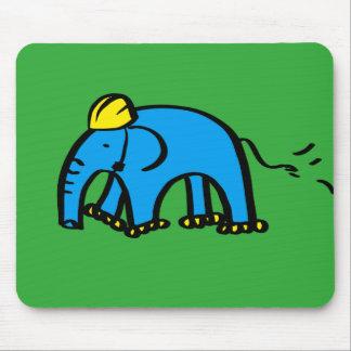 Elefante azul de Rollerblading con el casco Alfombrillas De Raton