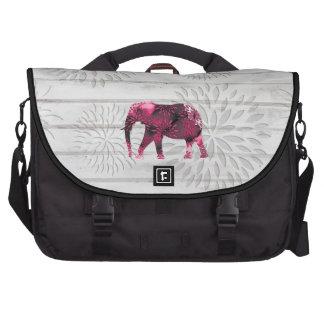 Elefante caprichoso lindo en el diseño de madera bolsa de ordenador