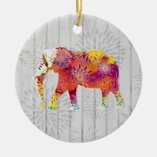 Elefante caprichoso lindo en el diseño de madera adorno redondo de cerámica