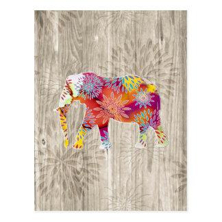 Elefante caprichoso lindo en el diseño de madera postal