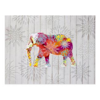 Elefante caprichoso lindo en el diseño de madera tarjeta postal