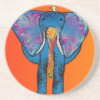 Elefante colorido en el práctico de costa de la posavaso para bebida