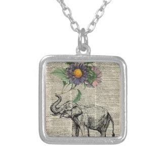 Elefante con collage de las flores sobre la página colgante cuadrado