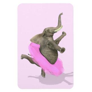 Elefante con el tutú rosado imán flexible