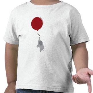 Elefante con la camisa roja del globo