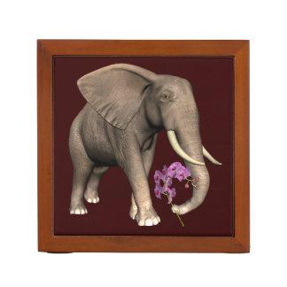 Elefante con la orquídea rosada organizador de escritorio