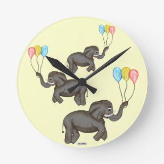 Elefante de la celebración reloj redondo mediano