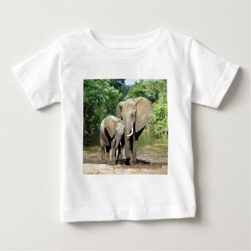 Elefante de la madre y del bebé camisas
