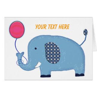 Elefante de los azules cielos con el espacio en tarjeta de felicitación