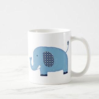 Elefante de los azules cielos taza de café