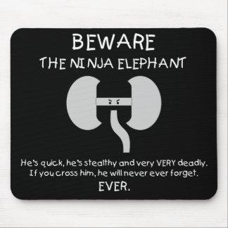 ¡Elefante de Ninja! Alfombrillas De Raton