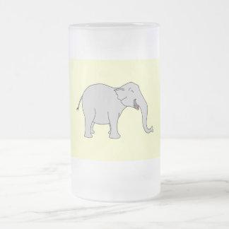 Elefante de risa gris. Historieta Jarra De Cerveza Esmerilada