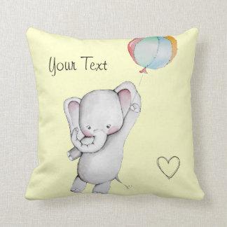 Elefante del bebé con la almohada de tiro del