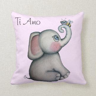 Elefante del bebé con la almohada de tiro del rosa