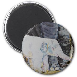 Elefante del bebé con la mamá imán redondo 5 cm