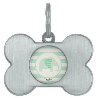 Elefante del bebé de la verde menta con los placa de nombre de mascota