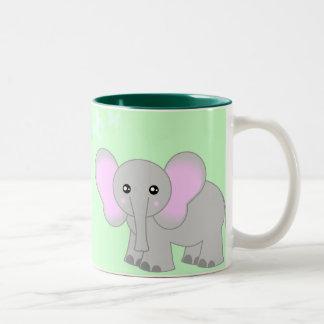 Elefante del bebé y taza lindos de las mariposas